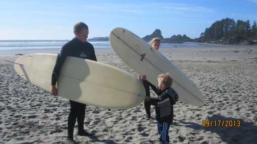 Eli makes sure mum and dad's boards are seaworthy
